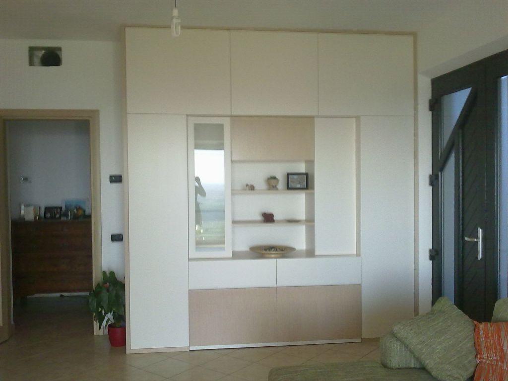 Armadi mobili arredamenti serramenti cucine su misura for Armadio da soggiorno